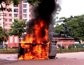 Police jeep set ablaze during lawyers' agitation