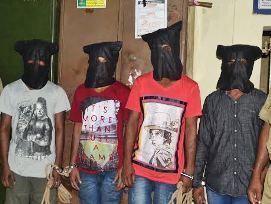 Train looter gang