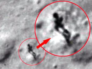 Alien-walking-on-moon-on-Google-Earth