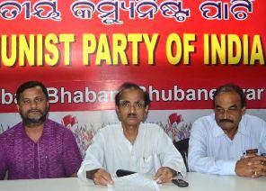 CPI state secretary Dibakar Nayak (Centre) with Ramkrushna Panda (L) and Ashish Kanungo (R) at the press meet ( Pic- Biswaranjan Mishra)