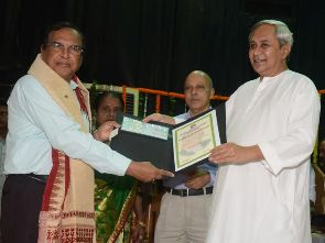 Scientist Prof Ganapati Panda receiving Biju Patnaik Award for Scientific Excellence  ( Pic- Biswaranjan Mishra )