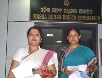 Prabhati Kandha, accompanied by social activist Rutuparna Mohanty, after lodging the complaint at the Odisha Human Rights Commission (Photo: Biswaranjan Mishra)