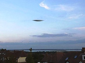 UFO pic ( source-dailymail.uk.co/ APEX)