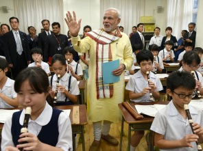 PM Modi in a primary school in Tokyo (PIB pic)
