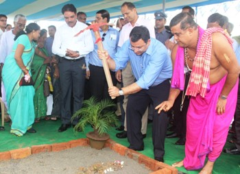 Tata Group Chairman Cyrus Mistry performing the groundbreaking ceremony for the 500-bed hospital at Sitalapalli in Ganjam on Tuesday