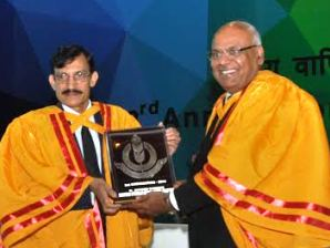 Dr Avinash Chander( left) being presented a trophy at the IIT convocation ( pic-Biswaranjan Mishra)
