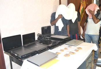 The arrested youth with the stolen laptops (Pic: Biswaranjan Mishra)