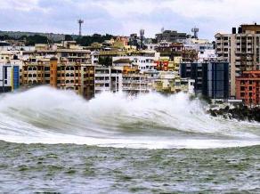 Violent waves at Vizag ( source-thehindu.com)