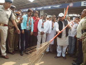 Union minister Dharmendra Pradhan wielding the broom outside Bhubaneswar railway station ( pic- Biswaranjan Mishra)