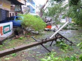 Hudhud has caused severe damage to power infrastructure at Vizag ( sourced from deccanchronicle.com)