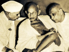Patel (right) with Gandhiji and Pt Nehru