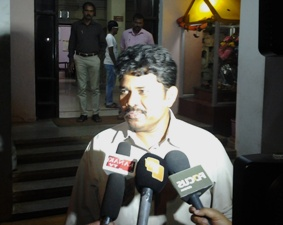 Kendrapara SP Satish Gajbhiye facing questions  from the media after coming out of the CBI office late on Sunday evening
