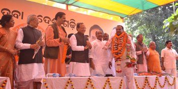 Former BJD MLA from Anandpur Bhagirathi Sethi being welcomed into the BJP by party leaders on Saturday (Pic: Biswaranjan Mishra)