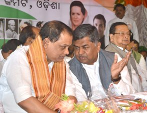 New PCC chief Prasad Harichandan and AICC Odisha  in charge BK Hariparasad at the party foundation day celebration at Congress Bhavan in Bhubaneswar on Sunday  (Pic: Biswaranjan Mishra)
