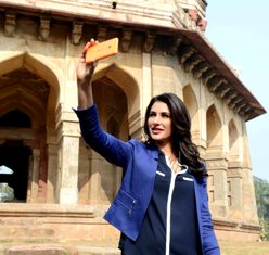 Nargis takes a selfie at LodhiTomb to launch the RomancingIndia campaign on Lumia535 pic3 (1)