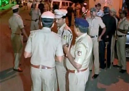 Police at the blast site (Courtesy indiatoday.intoday.in)