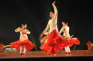 A Kathak performace by Shobhna Narayan and her troupe on the opening evening of the five-day Konark Dance Festival on Monday (Pic: Biswaranjan Mishra)