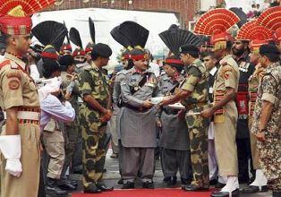 India-Pakistan exchange sweets border
