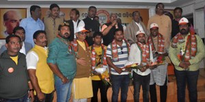 ollywood duo joins bjp