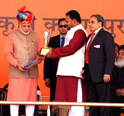 Agriculture minister Pradip Maharathi receiving Krishi Karman award from the Prime Minister.
