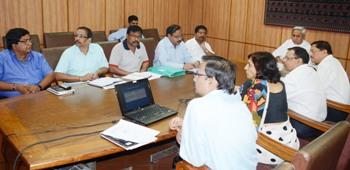 Chief Minister Naveen Patnaik reviewing progress of health projects ahead of Nabakalebara  (Pic: Biswaranjan Mishra)