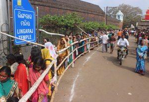 Long queue at the Lingaraj Temple in Bhubaneswar (Pic: Biswaranjan Mishra)