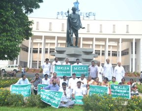 BJD members protesting MCL's decision to back out of the 'Aahaar' scheme near the Mahatma Gandhi statue inside the Assembly permises (Pic: Biswaranjan Mishra)