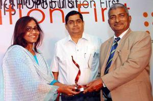 Kasturi Ray, Deputy News Editor at The New Indian Express, Bhubaneswar receiving the Laddli Media Award at Vishakhapatnam on Tuesday night