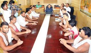 SJTA chief Suresh Mohapatra in a meeting with the Daitapatis on Wednesday evening (OST Photo)