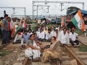 Rail Roko by Congress workers in Bhubaneswar
