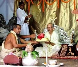 Gajapati Maharaja Dibyasingh Deb handing over the ceremonial betel nut to the Rajguru at the royal palace on Friday morning (OST Photo)