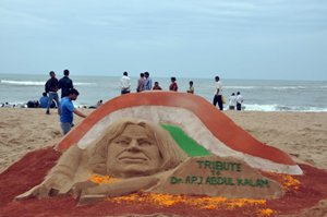 Sand artist Manas Kumar Sahoo created a sand sculpture to pay tribute to former President Dr. APJ Abdul Kalam on the Puri beach on Tuesday