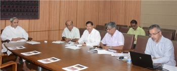chief minister nabin patnaik reviewingactivities of IPICOL at secretariat