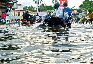stagnant rainwater on Puri Bada Danda