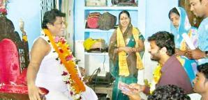 Ollywood superstar Anubhav Mohanty kneeling before Sarathi Baba