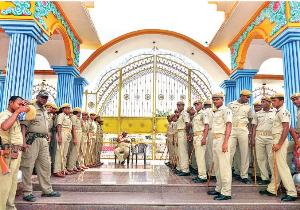 Policemen guarding the Sarathi Ashram (Pic Courtesy: prameyanews.com)