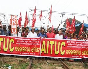 Trade Union activists picketing at Bhubaneswar railway station.