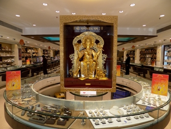 India's Biggest 24K Gold Ganesh at Khimji Jewellers-Pic 02