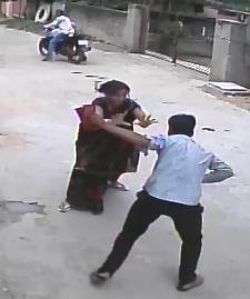 CCTV footage of Dipti Rekha fighting off the chain snatchers