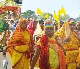 Women devotees of Sura Baba
