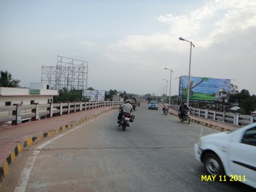 Pic: The flyover on Poonama gate railway level crossing (www.panoramio.com)