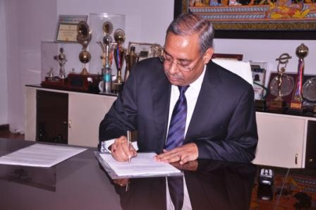 Mr_Anil_Kumar_Jha_assumes_charge_of_CMD_MCL_on_Sunday_November_1_2015.