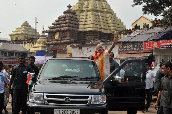 narendra modi puri waving