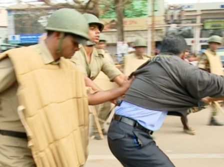 police lathicharge block grant teacher