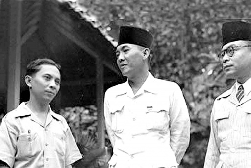 Pic: Sjahrir (left) and Sukarno (center)