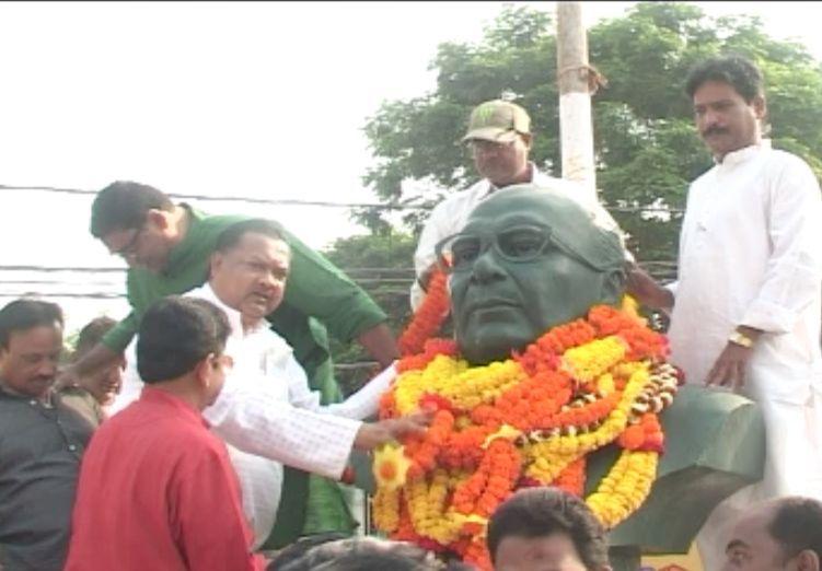 Biju statue decked up sudam marandi