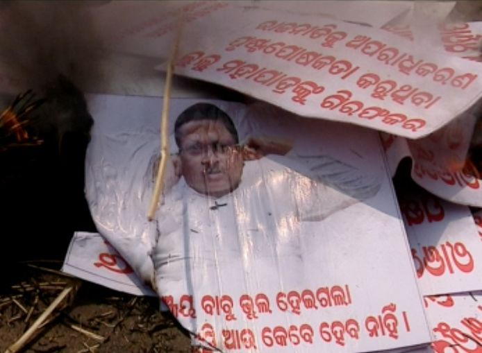 Sanjay Dasburma supporters protest against Lulu Mohapatra