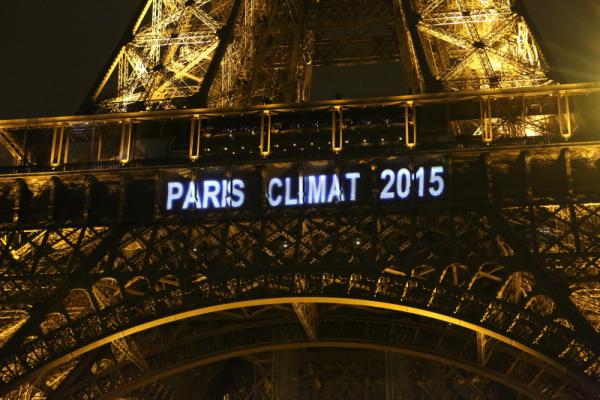 0.56267600_1449961693_Paris-Eiffel-Tower