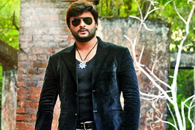 Actor Anubhav Mohanty fractures leg! | OdishaSunTimes.com