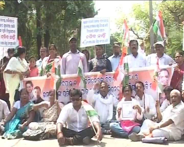 Justice MM Das chit fund protests